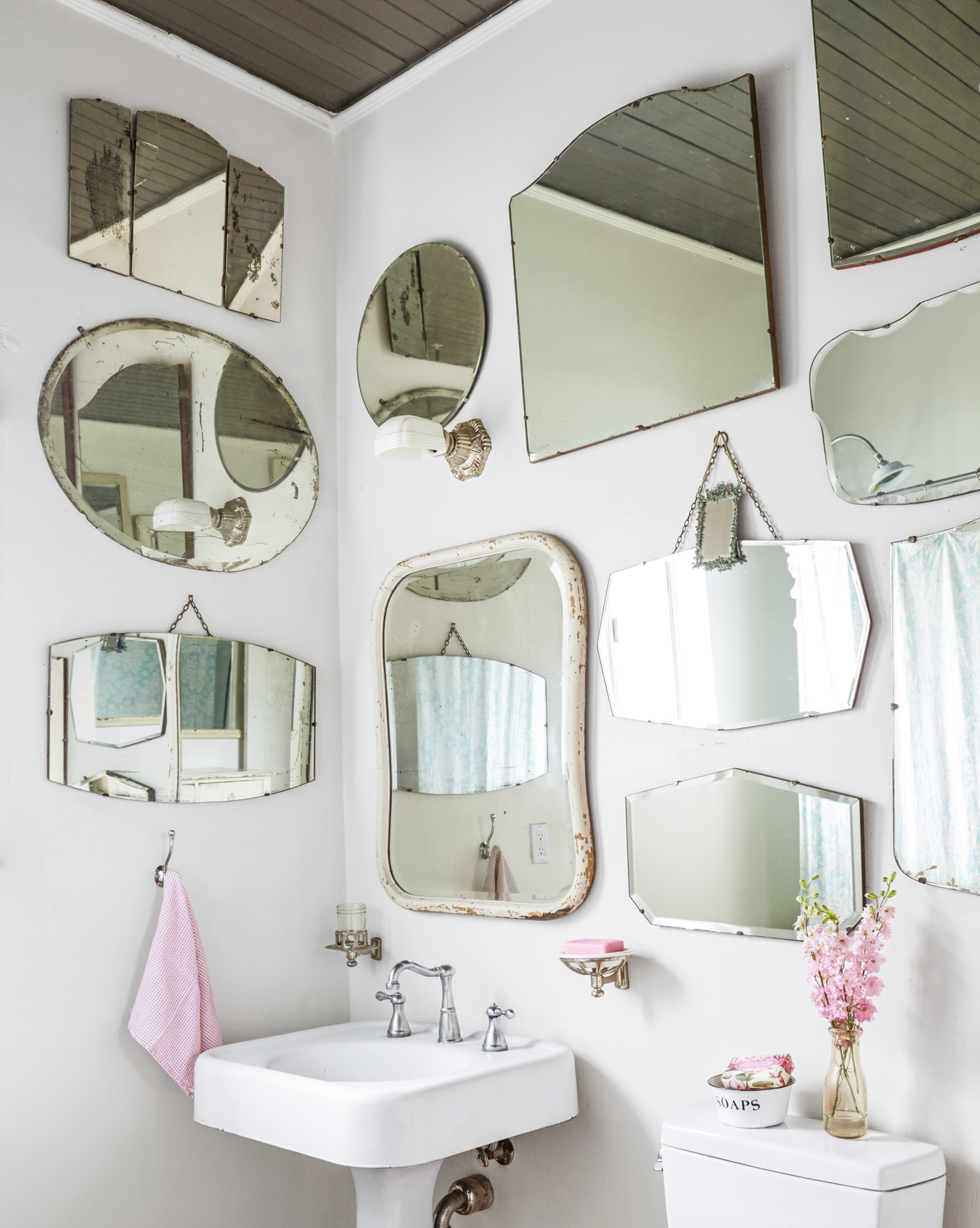 Mirror mirror what 39 s the right way to create a gallery - Farmhouse style bathroom mirrors ...